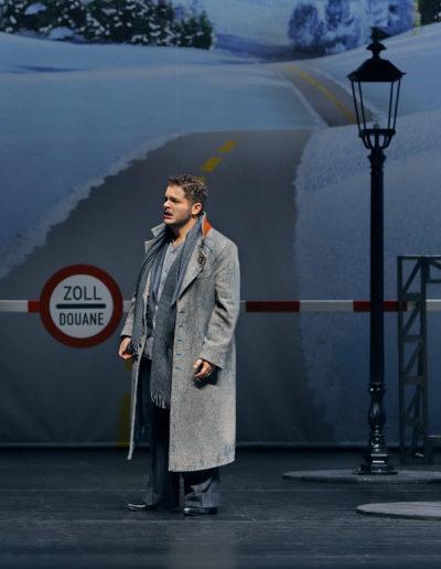 """Lada Kyssy als """"Mimì"""", Matteo Desole als """"Rodolfo"""" sowie Nicola Ziccardi als """"Marcello""""."""